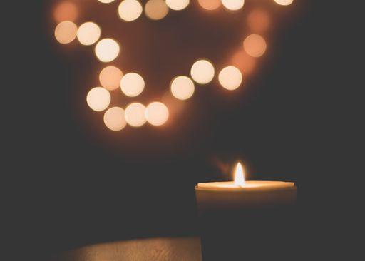 Mit Windlichtern wird es richtig romantisch auf eurer Hochzeitsfeier.