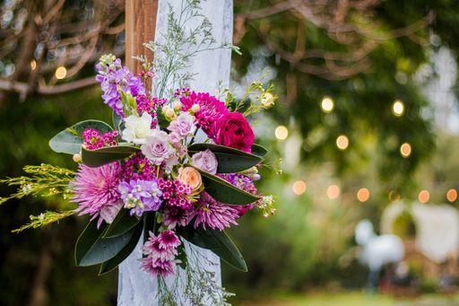 Bestellt florale Weinetiketten oder blumige Weinetiketten für euren Hochzeitswein.