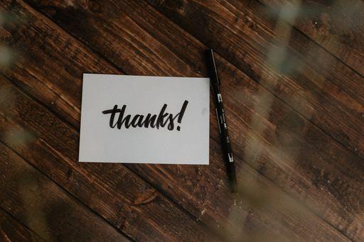 Danke sagen mit unseren klassischen Foto-Dankeskarten oder unseren eleganten Foto-Dankeskarten.