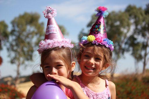 Bei uns findet ihr Anlasskarten für Geburtstage von Groß und Klein.
