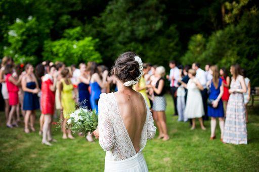 Genau wie das Brautstrauß werfen sind Dankeskarten eine schöne Tradition und liebevolle Geste an eure Hochzeitsgäste.
