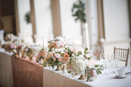Das Besondere an unseren Windlichtern: Sie sind absolut individuell und passen zu eurem Hochzeitsmotto.