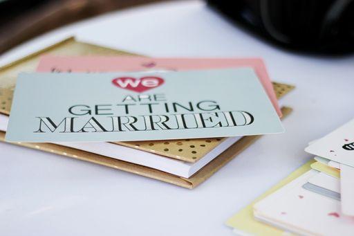Antwortenkarten im Stil eurer Einladungen sind die perfekte Ergänzung, um die Zu- und Absagen eurer Gäste abzufragen.