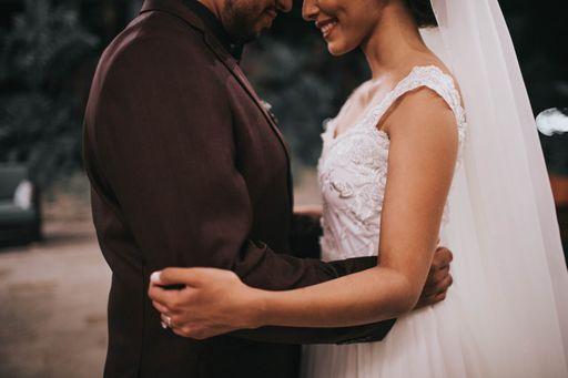Bestellt hier für den emotionalsten Moment eurer Hochzeit unsere kreativen Taschentuchhüllen oder unsere ausgefallenen Taschentuchhüllen.