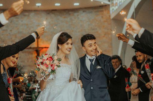 Die Trauung ist ein sehr emotionaler Moment. Deswegen nehmen Brautpaar und Gäste gerne die Kirchenhefte als Erinnerung mit heim.