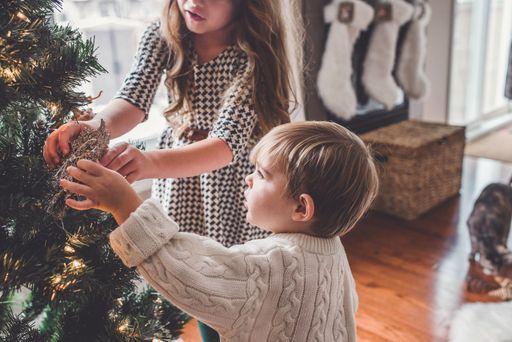 An Weihnachten rückt die Familie zusammen. Mit individuellen Weihnachtskarten könnt ihr zusätzliche Freude verschicken.