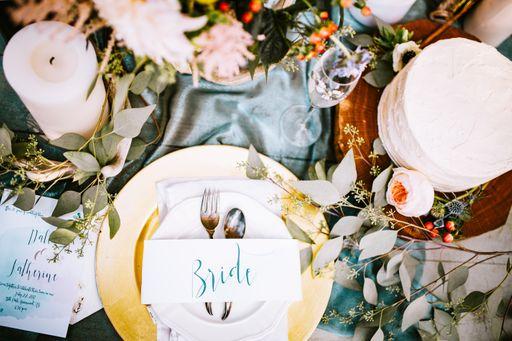 Passend zu euren Hochzeitseinladungen gibt es bei hochzeitseinladungen.de die komplette Hochzeitspapeterie im gleichen Design.